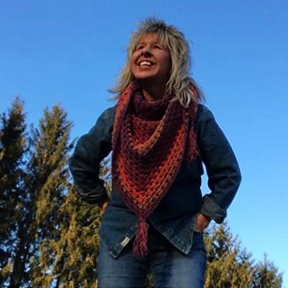 Crochet Triangle Granny Scarf