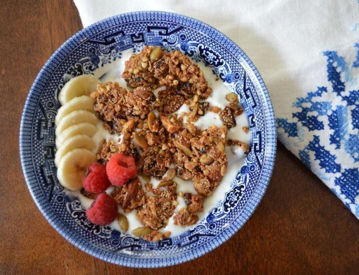 Yogurt topped with Teffola Nutty Granola